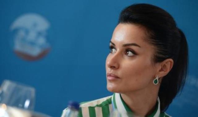 После покорения грузинской журналистики, девушка отправилась покорять Москву. Канделаки сама обзванивала столичные СМИ и предлагала свою кандидатуру.