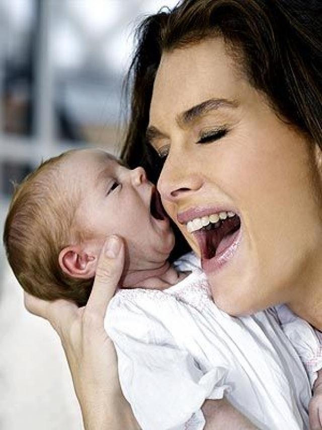 Брук Шилдс. Модель и актриса по слухам прошла семь обработок ЭКО до того, как смогла родить дочь от Криса Хенчи Роуэн Фрэнсис.