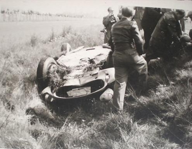 Он завоевал репутацию рискового гонщика, а немного позже стало известно о скрытой вражде между ним и британцами Майком Хоторном и Питером Коллинзом.