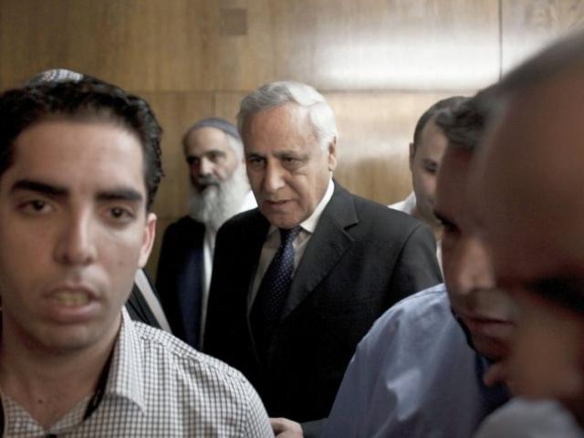 Информация о готовящейся сделке попала в прессу и вызвала возмущение правозащитных организаций. В 2008 году Кацав неожиданно для своих адвокатов отказался от сделки и решил настаивать на своей полной невиновности.