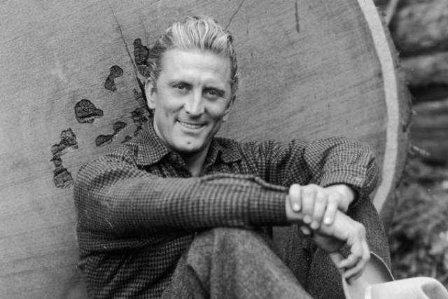 В свое время Исер так поразил педагогов наиболее влиятельной в мире кинематографа Американской Академии драматических искусств, что они выделили ему стипендию на обучение и с радостью наблюдали его в качестве студента.