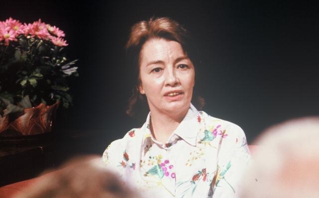 Оставшийся без работы министр был вынужден устроиться посудомойкой, сама же Кристин заработала себе еще больше денег — ведь красивая шпионка была так популярна у журналистов и фотографов.