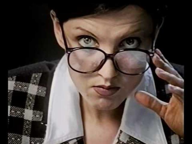 """Светлана Рерих. Во второй половине 90-х, когда вышли главные ее главные хиты – """"Ладошки"""" и """"Дай мне музыку"""", на голову начинающей певицы свалилась бешеная популярность. Но когда разгорелся конфликт с продюсером, для нее настали тяжелые времена."""