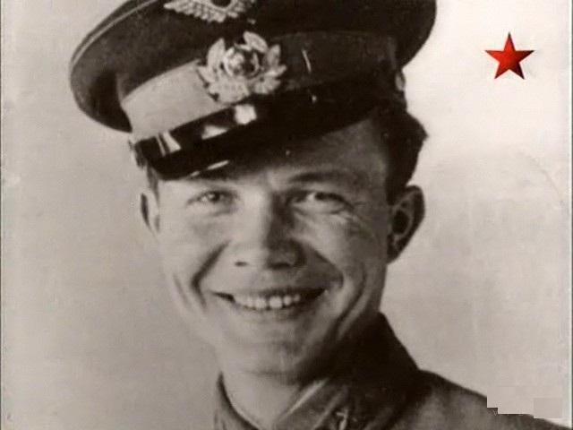 По другим сведениям, Леонид перелетел к немцам и начал с ними сотрудничать. Якобы его выкрала спецгруппа СМЕРШа, после чего его расстреляли в Москве за предательство.