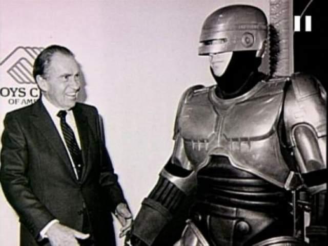 Ричард Никсон и Робокоп