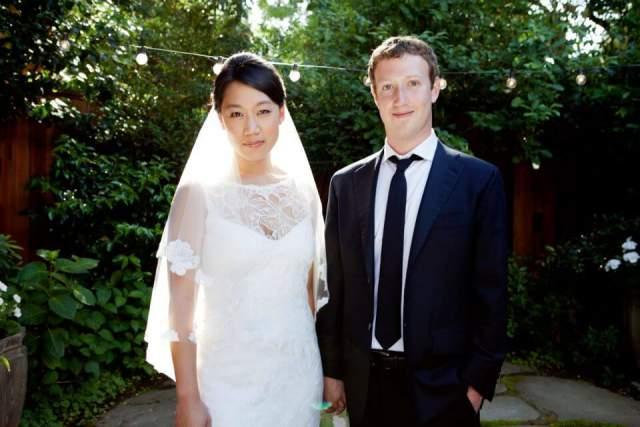 В 2012 году Марк женился на давней подруге Присцилле Чан, с которой познакомился в 2002 году на студенческой вечеринке Гарварда. В конце 2015 года у пары родилась дочь Макс, что стало счастливейшим моментом в жизни супругов, мечтавших о ребенке.