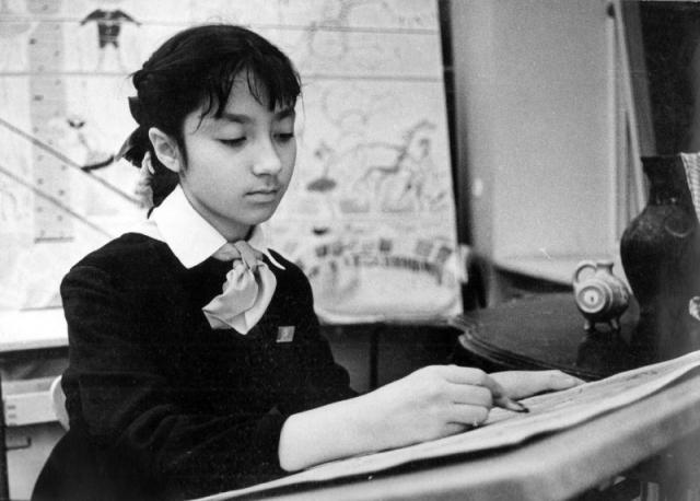 Больше всего Надя любила уроки литературы, сказки Пушкина, античные мифы и город-герой Ленинград, в котором не расставалась с блокнотом, постоянно делая зарисовки.