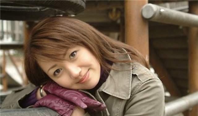 """Ян Хуэйянь. Еще совсем юная девушка получила от отца строительную фирму """"Country Garden Holdings Co"""", провела успешные операциями с акциями компании на фондовом рынке и приумножила свое наследство до $7,4 млрд."""