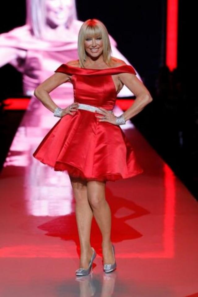 Сьюзан Сомерс. Известный диетолог, актриса, телеведущая, певица и бизнес-леди - любительница вызывающих нарядов. 70-летняя звезда частенько эпатирует романтичными мини.