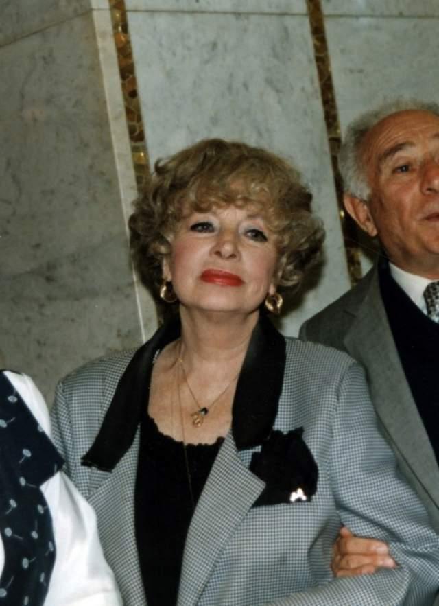 """В последние годы жизни Ларионова была удостоена звания """"Народной артистки"""". Актриса скончалась 25 апреля 2000 года от обширного инфаркта."""