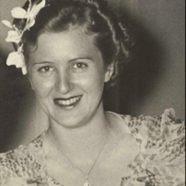 Изначально Гитлер планировал просто закрыть косметическую промышленность, чтобы средства от нее шли на военные нужды. Однако чтобы не разочаровывать Еву, он решил закрывать ее постепенно.