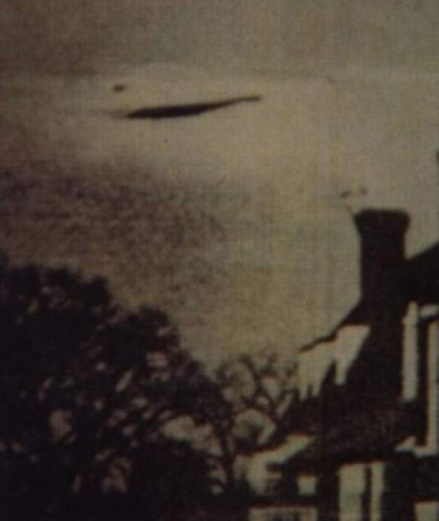 Об этой фотографии мало что известно, кроме того, что она была сделана где-то в Англии в 1944 году.