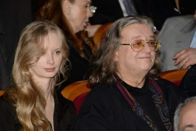 Александр Градский (69) и Марина Коташенко (37). Композитор и 33-летняя познакомились в 2004 году и долго жили в фактическом браке.