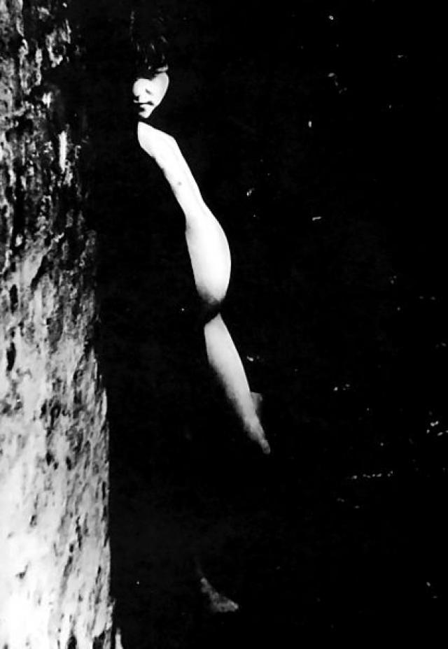 1871 год. Фотография 10 или 11-летней Мэри Симпсон , занимающейся проституцией, находящейся на 4 месяце беременности.