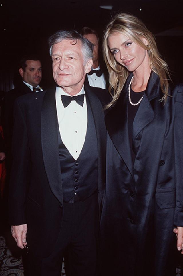 В 1989 году Хью вновь связывает себя узами брака с моделью Кимберли Конрад .