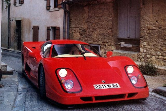Jimenez Novia - $1 500 000. Суперавтомобиль, построенный в единственном экземпляре в 1995 году французской компанией Jimenez. В движение, автомобиль приводят четыре двигателя от супербайка Yamaha 1100 кубов, каждый. Двигатели собраны в единый блок, с W-образной компановкой и приводом на задние колеса.