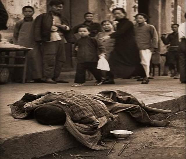 Многие ели своих детей, кто-то менялся детьми, чтобы не есть своих. В какой-то период большая часть пищи в Китае была именно человечиной.