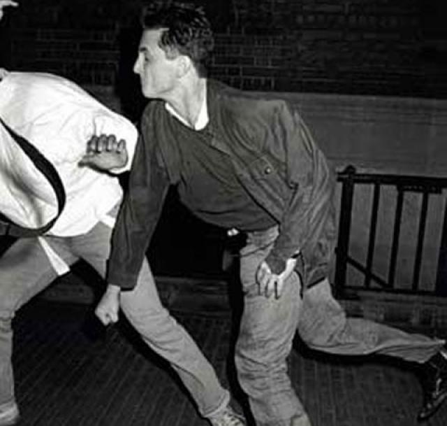 В июне 1987 года Мадонна появилась в госпитале Сидарс Синай, в Беверли Хиллс, чтобы срочно сделать рентген - в то утро Шон Пенн бил ее по голове бейсбольной битой.