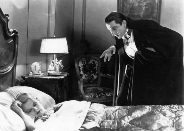 """Дракула """"Дракула"""" 1931 года Похожая история с Дракулой - нельзя сказать, что старые фильмы о легендарном вампире сегодня вызывают зрительный страх. Его не угасающая слава и мистический ореол не теряются с десятилетиями по другой причине: как и кровопийцы в целом, Дракула символизирует ужас перед непокоренными мертвецами."""