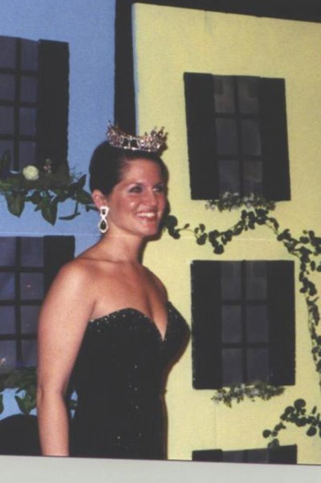 """Лесли Маццара (1978-2004). В 2004 году """"Мисс Южная Каролина"""" с подругами Адрианой и Лоурен отпраздновали Хеллоуин, легли спать довольно поздно и уснули крепко."""