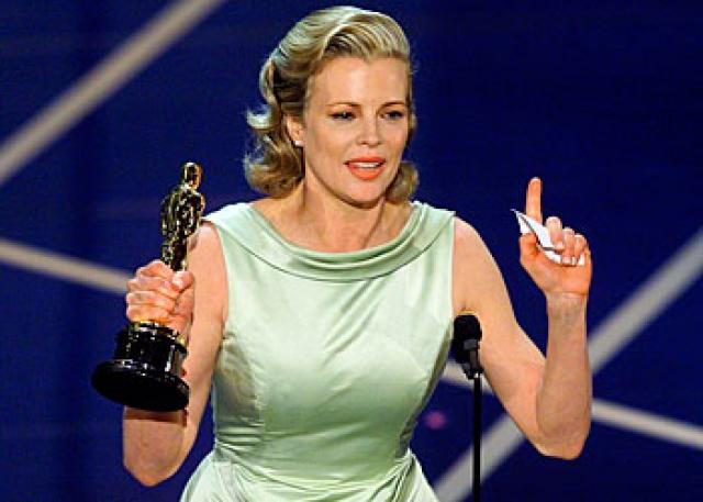 """Ким Бейсингер. Такая же фобия помешала актрисе на вручении премии """"Оскар"""". Она не смогла высказать слов благодарности, хотя вся речь репетировалась ею неоднократно и была заучена наизусть."""