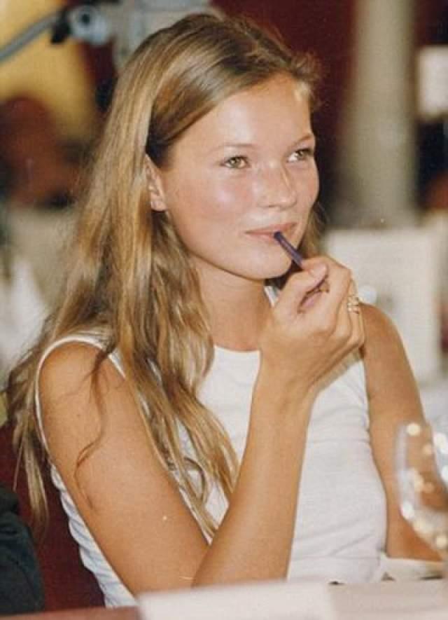 Кейт Мосс Известная фотомодель. Фото 1993 года.