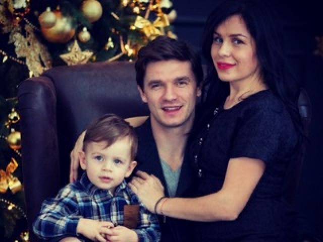 Сейчас пара воспитывает сына, которому скоро исполнится три года.
