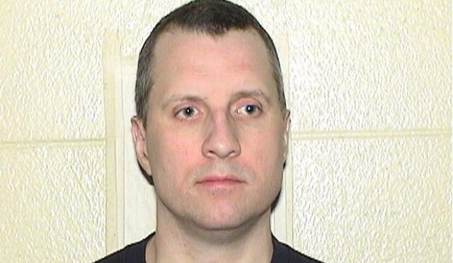 После получения угроз Гомес подала судебный иск против преследователя. Бродники посадили на 3 года в январе 2012.