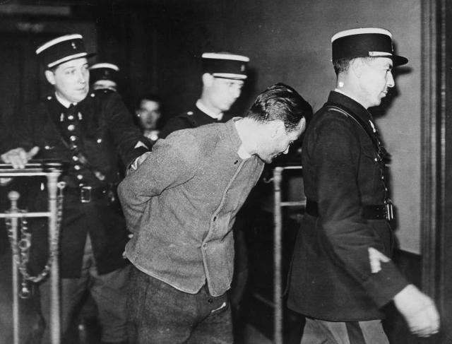 22 ноября 1937 года Вейдман убил и ограбил своего знакомого по последнему пребыванию в тюрьме Фрица Фроммера. Он был похоронен в саду виллы.