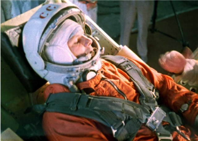 Чтобы этого не случилось, Гагарину приказали постоянно вести переговоры с Землей. И он делал это все 108 минут своего полета.