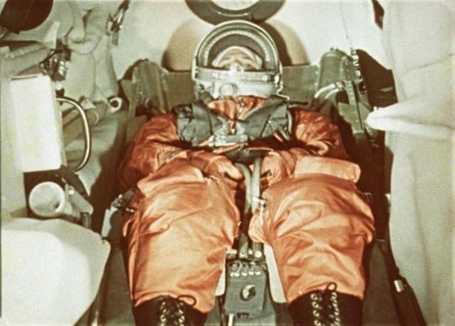 Когда до полета оставалось достаточно времени, генеральный конструктор Сергей Королев попросил включить космонавту музыку. Сейчас стало точно известно, что Гагарин слушал песни Булата Окуджавы.