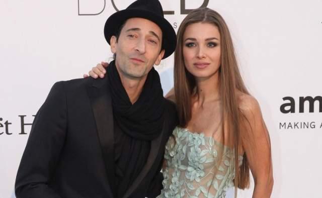 Эдриан Броуди и Лариса Тяка Номинант «Оскара» не устоял перед красотой длинноволосой модели . Они познакомились в 2013 году и часто появляются на публике вместе.