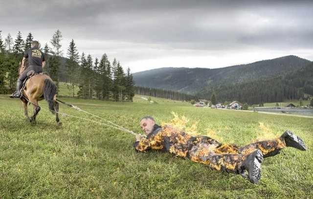 Самое большое расстояние, на которое протащила лошадь человека, охваченного пламенем составляет 500 метров. Смельчака зовут Джозеф Тодтлинг он из Австрии, во время установления рекорда он был защищен несколькими слоями одежды, охлаждающим гелем, металлическим щитком и налокотниками.