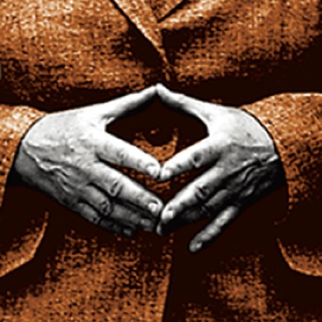 Чего на ней только не было: лидеры стран, исторические, легендарные и даже сказочные персонажи. Конспирологи немедленно назвали коллаж зашифрованным посланием человечеству от тайных правителей всего мира, усмотрев даже в «ромбе Меркель», в который лидер Германии обычно складывает пальцы во время публичных выступлений, «всевидящее око Сиона» («гностический взгляд Люцифера») — символ тайных масонских сект.