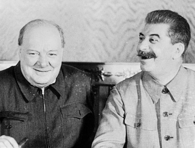 В 1944 год со стороны Германии готовилось сразу два покушения на советского вождя. Диверсионные группы должны были, тайно проникнув в СССР, добраться до Сталина и убить либо снарядом кумулятивного действия, либо взорвав мину, которая была вделана в небольшой портфель.