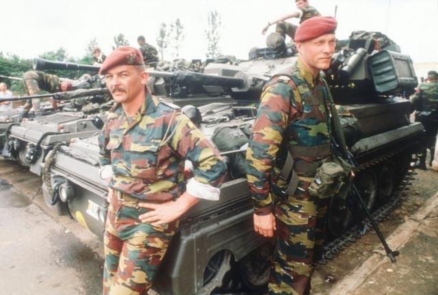 После долгих переговоров в страну был введен бельгийский миротворческий контингент. Завязкой последовавшего апокалипсиса стала ракета, сбившая 6 апреля самолет с президентами Руанды и Бурунди в столичном аэропорту Кигали.
