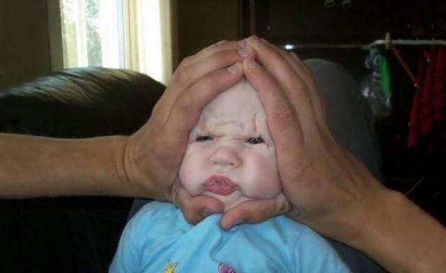 А этот папа, видимо, любит собак породы шарпей, потому решил добавить малышу складочек.