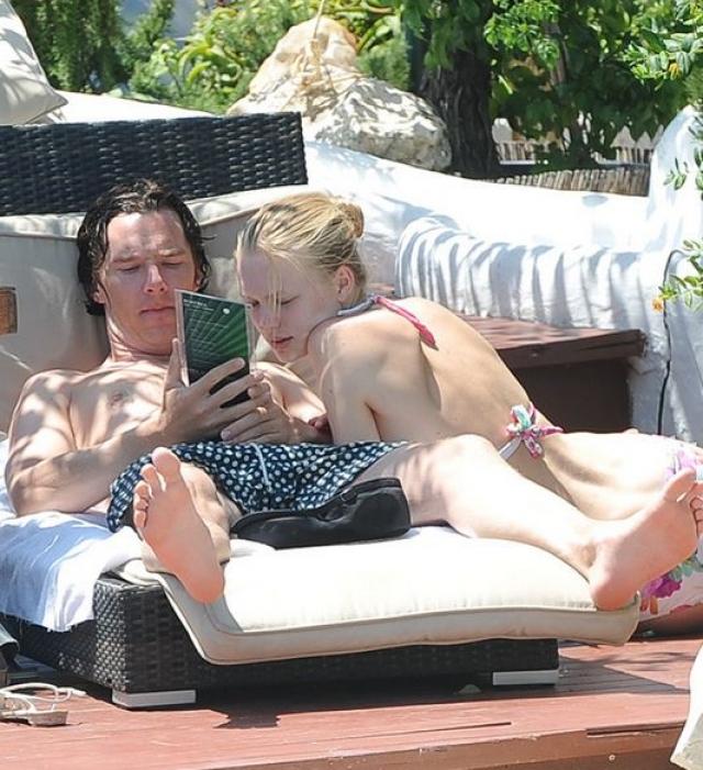 Бенедикт Камбербэтч и Катя Елизарова. Знакомство 37-летнего актера и 27-летней топ-модели началось в 2012 году со страстных поцелуев на Ибице, куда пара прилетела на свадьбу.
