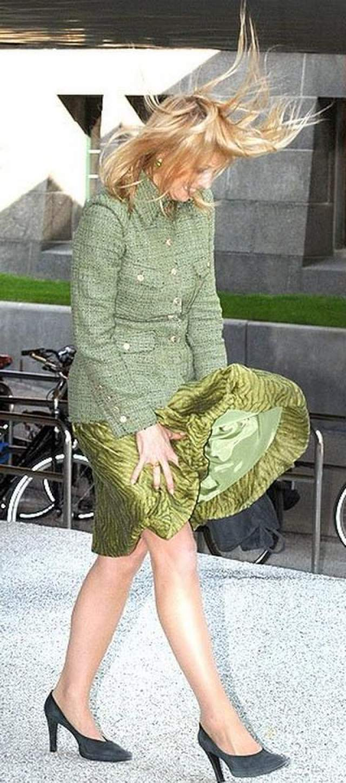 Королева Максима. Ветер и с королевскими особами не церемониться.