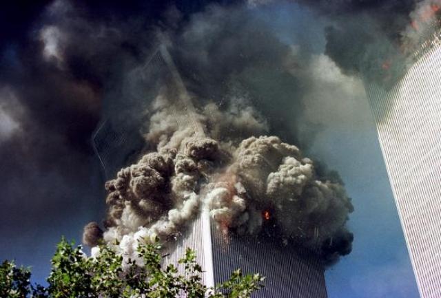 Северная башня обрушилась в 10:28 после пожара, который продолжался 102 минуты.