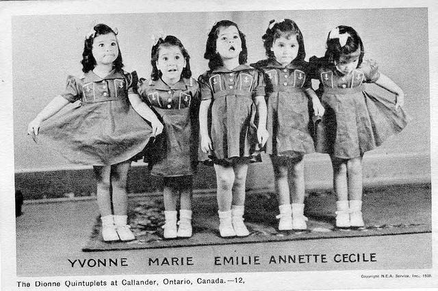 Самые известные близнецы превратились в нечто вроде культа. В Голливуде о них сняли несколько фильмов. Девочки жили в изоляции от мира. У них были дорогие игрушки, модная одежда, лучший уход педиатров. Тем не менее они были лишены контакта с родителями и общения со своими братьями и сестрами, а также со сверстниками.