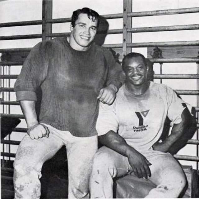 В сентябре 1968 года Арни в 21-летнем возрасте прибывает в Америку. В конце 1960-х - начале 1970-х годов он находится в стране нелегально, нарушая условия своей визы. На фото: 1969 год, с Серджио Олива.