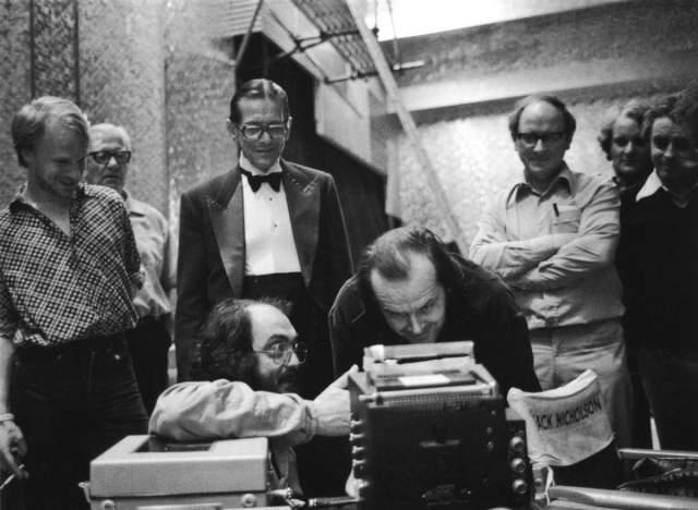 """8. В сценах, где мы слышим, что Джек печатает, Кубрик потребовал, чтобы был записан звук печатной машинки при печатании фразы """"All work and no play makes Jack a dull boy"""""""
