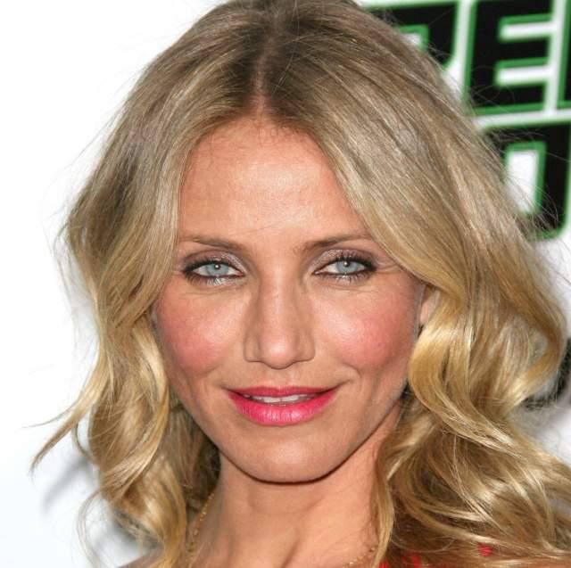 """Кэмерон Диас. Актриса прославилась именно благодаря роли сексапильной блондинки в фильме """"Маска"""", поэтому от нее экспериментов с цветом волос никто не ожидал."""