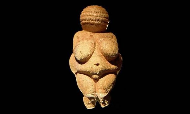Австрийская Венера. Статуя, считающаяся одной из древнейших – ей 26 тысяч лет. Находка подтвердила, что с почитанием женственности связаны самые ранние из известных религиозных обрядов и традиций.