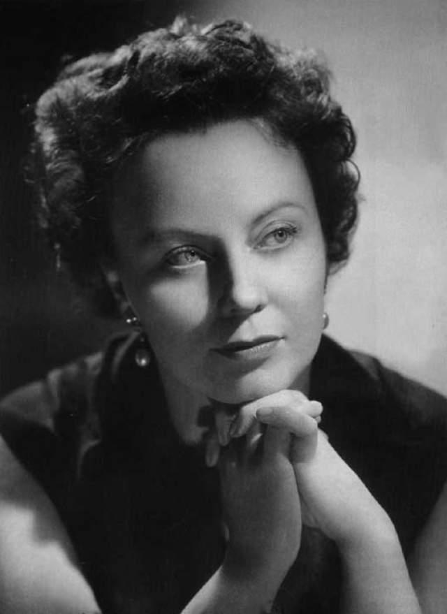 Магда Оливеро, 76 лет на сцене. Итальянская певица с самой длительной карьерой, которая началась в 1933 году, за одиннадцать лет до Ренаты Тебальди и за четырнадцать лет до дебюта Марии Каллас в Италии.