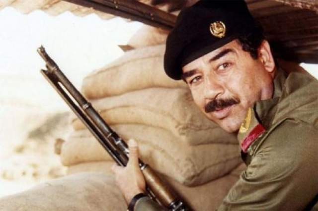"""Саддам Хуссейн Президент Ирака занимался сочинительством слезливых любовных романов. Этот факт подтвердила неожиданная находка сотрудников штатовского ЦРУ. В конце 2001-го года члены Управления в одном из арабских книжных магазинов Лондона случайно наткнулись на весьма любопытную книгу. Произведение называлось """"Забиба и Король"""", а автором значился некий С.Хусейн."""