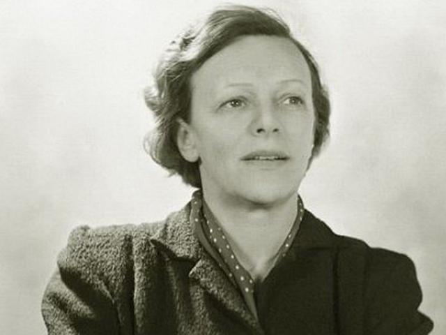 В середине 20-х годов в Москве она познакомилась с немецким коммунистом и философом Гансом Тейблером, а в 1927-м вышла за него замуж и уехала в Германию.