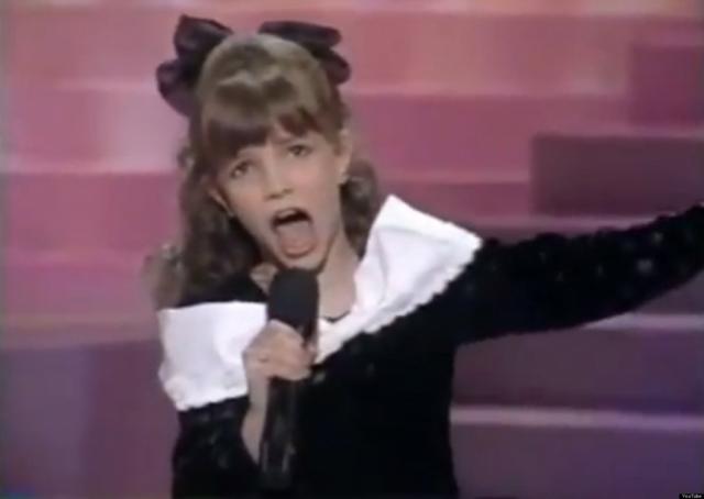 Мама Спирс была уверена, что ее чадо ждет успешная карьера в шоу-бизнесе и, еще когда девочке было восемь, отправилась с ней в Нью-Йорк, где пыталась пристроить ее на телевидение.