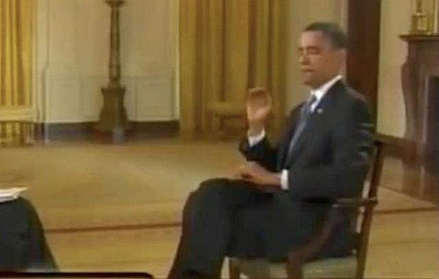 """Во время интервью телеканалу CNBC в Белом доме Обама рукой убил мешавшую ему муху, прокомментировав это словами: """"Неплохо было, да? Я ее уделал"""" ."""